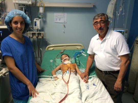 Dr. Fragata of the Portuguese team with patient