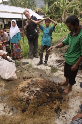 Noor conducting a training on how to make compost