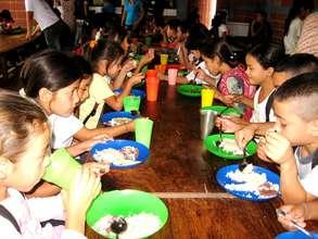 Fabretto Esteli Children Enjoying Lunch