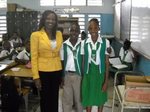 CEF's CEO Nikiki Bogle with Grade 6 Students