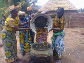 Shea nuts are heavy! Women help each other lift.