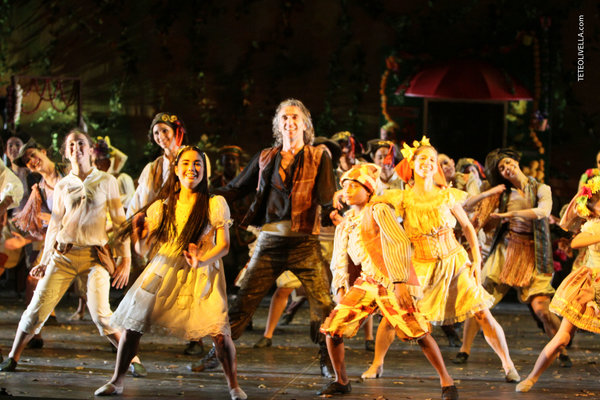 Joameth, in the front in Hansel and Gretel