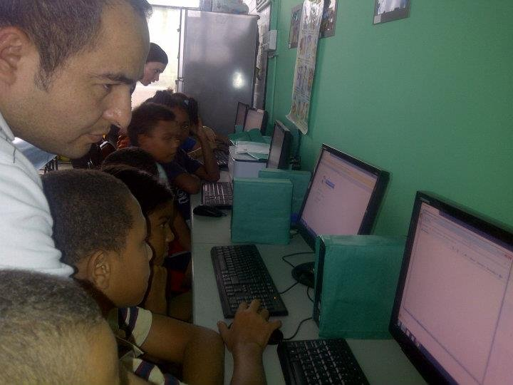 Our HP friends teaching how to use computers!