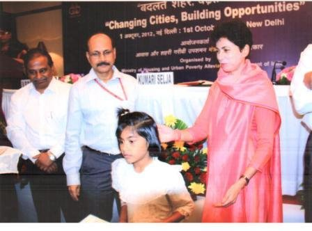 Anjali winning the Hudco Painting competition