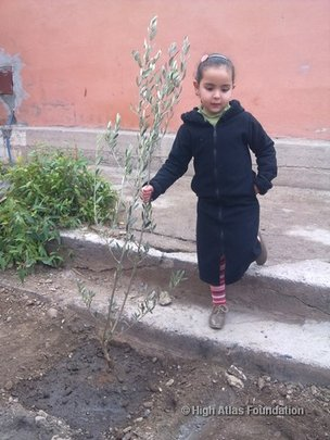 Student with tree in Imgdal elementary