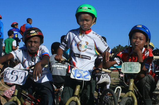 Help Sauser Introduce South African Kids to Bikes