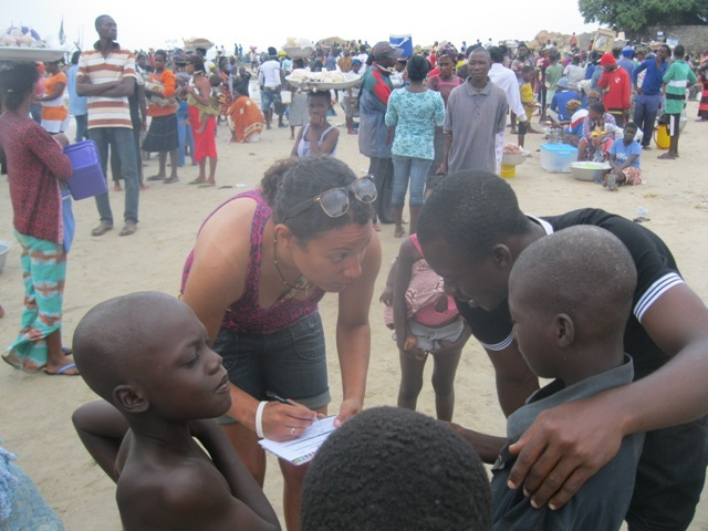Interviews at the fishing shore by volunteers