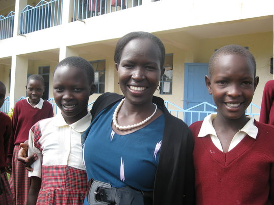 Kakenya with our heroes, the girls!
