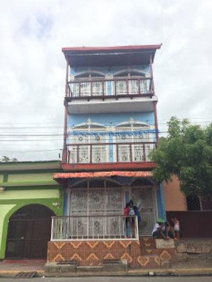 La Casa de Tres Pisos