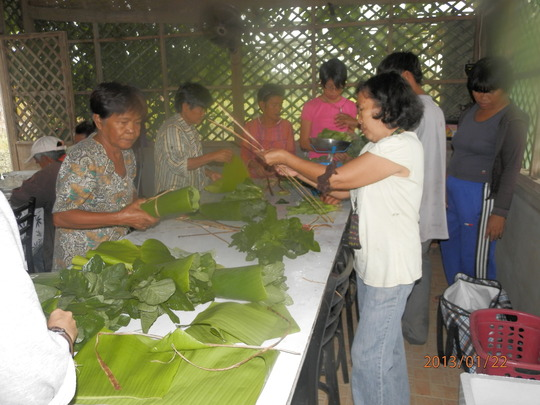women farmers of COFPC during post-harvest of veg