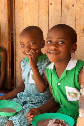 Kutamba Girls eating lunch at school