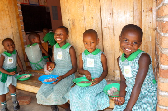 Kutamba Girls eating lunch at school