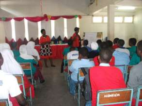 Local health experts speak to Kisa Scholars