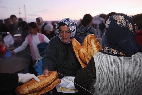 Women receiving food in Van after the earthquake