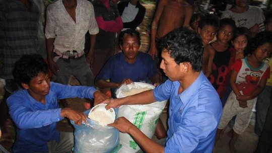 Giving rice to flood victims
