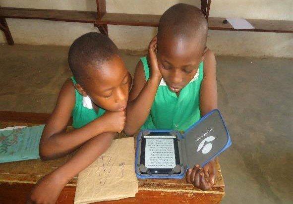Kutamba students with E-reader