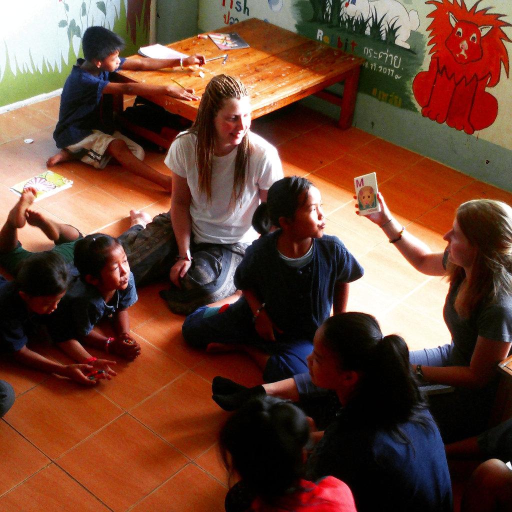 1. Grade English Class at HDS