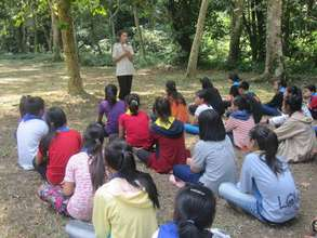 Park Ranger Gives Talk During Educational Hike