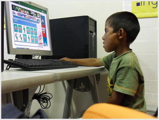 Give technological training to 1045 Colombian kids