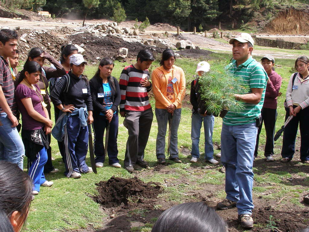 Reforesting with students in Totonicapan