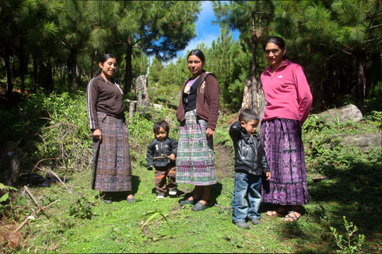 Isabela (center) & fellow female forest guardians