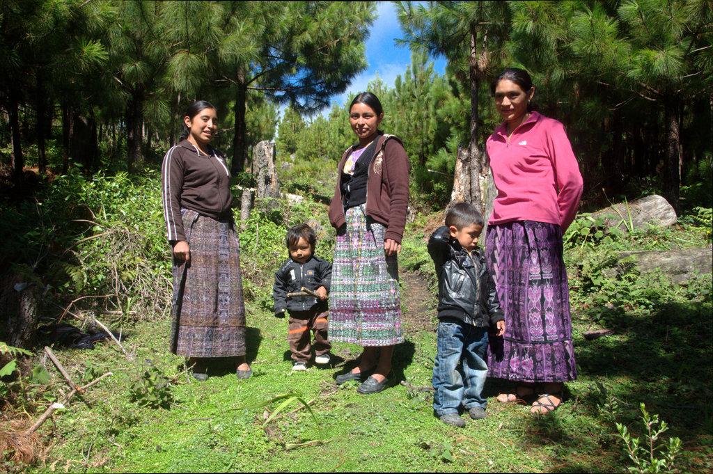 Isabela (center) & fellow female forest guardians