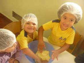 Children cooking at Lar da Bencao Divina