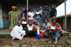 Group Picture: beneficiaries, staff and Chief