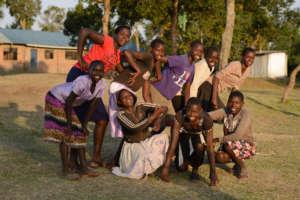 Tareto Maa girls posing