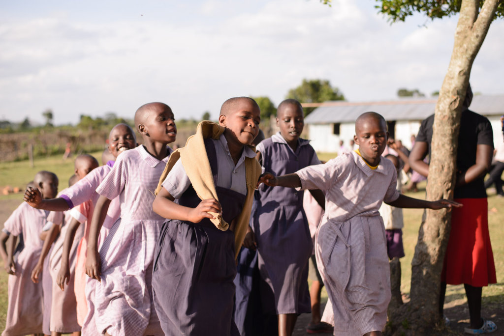 Tareto Maa Girls dancing