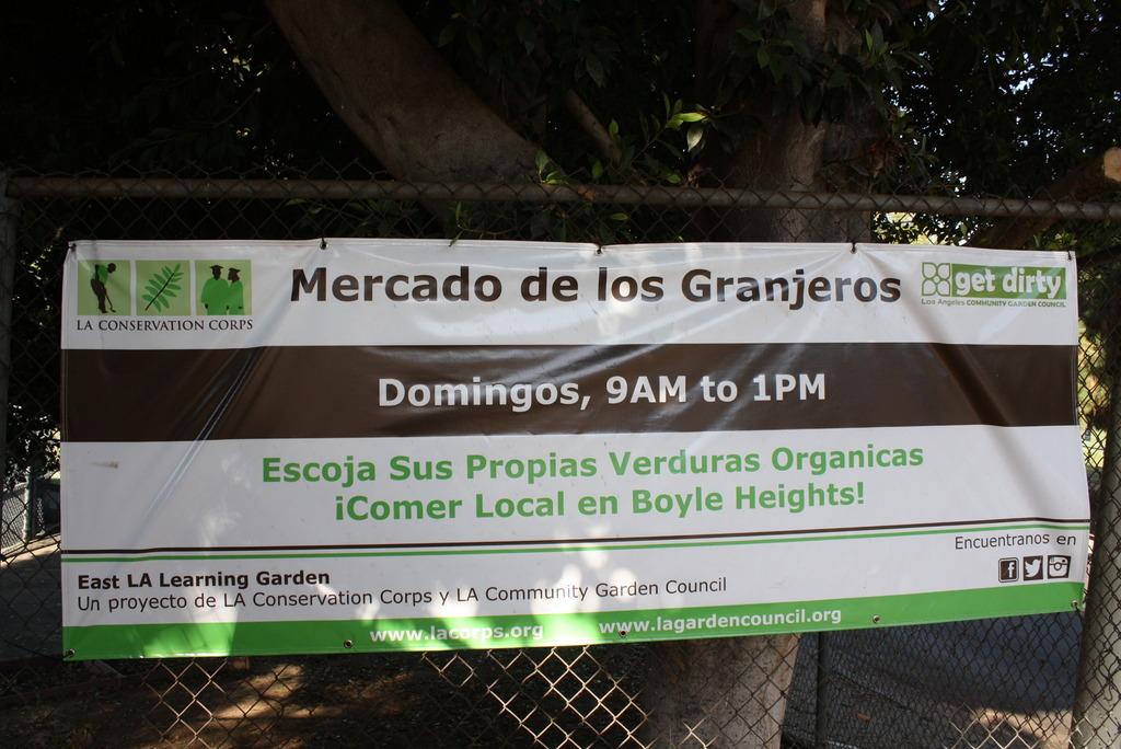 Sunday Market banner in Spanish
