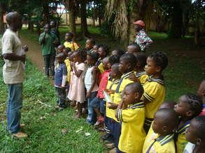 Kids visited the Mvog-Betsi Zoo.