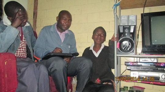 Mr Mpofu giving legal advice in Magwegwe