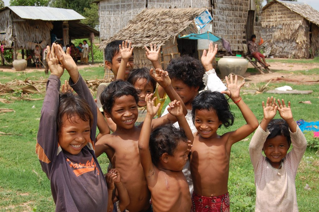 Train midwives to help 4600 children in Cambodia