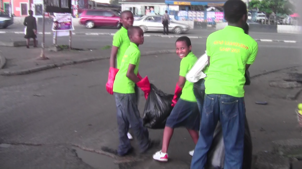 MIND kid from oroworukwo carry out a clean-up