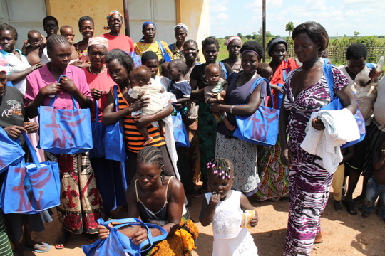 Phase IV mothers receiving mama kits