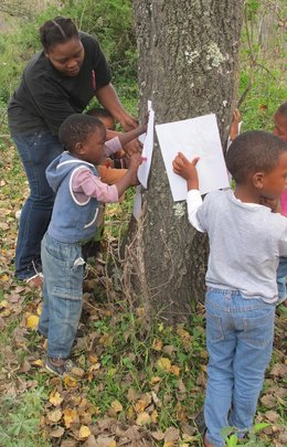 Nomakhaya shows little ones to do bark rubbing