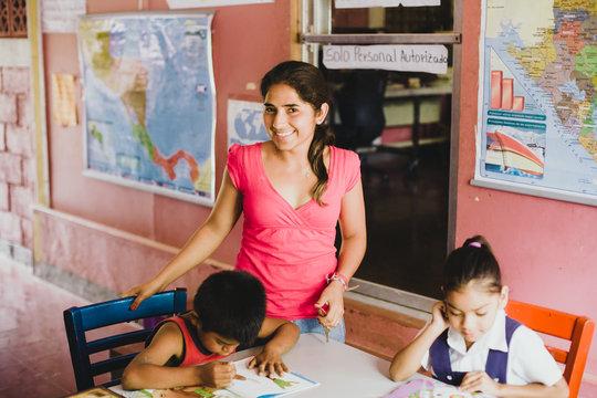 Sindy, Somoto teacher, with her students