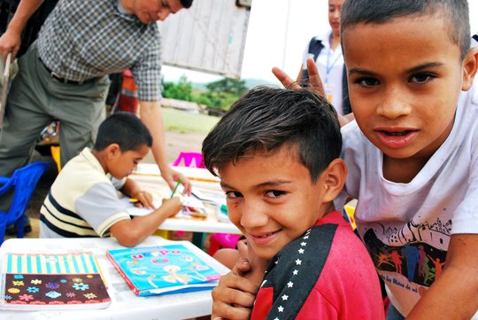 Children at Compartir Mobile Library Project