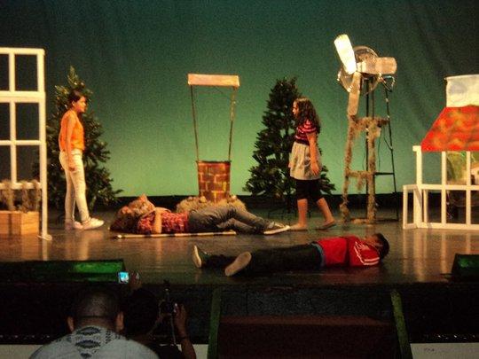 Compartir- Students Perform Don Quixote!