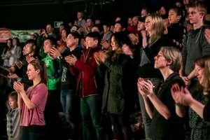 Standing ovation from Cirque du Soleil artists