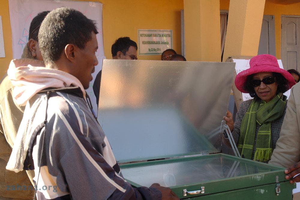 Explaining the solar box cooker