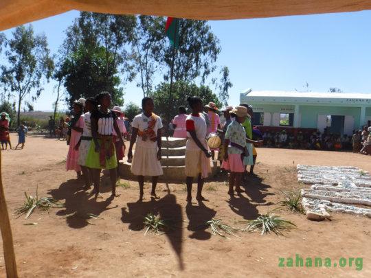 Women's cultrual group performing