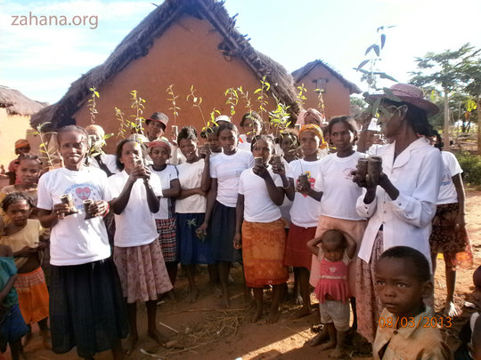 Women planting trees Int. Women's Day