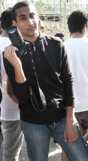 Help an injured Egyptian photojournalism student