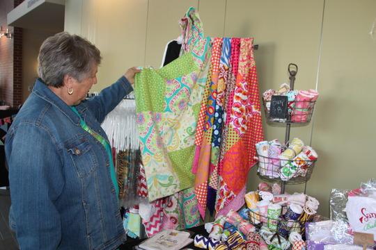 Mistletoe Market brings holiday sales to vendors