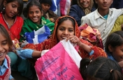 New Year's gifts for 4800 street kids in India