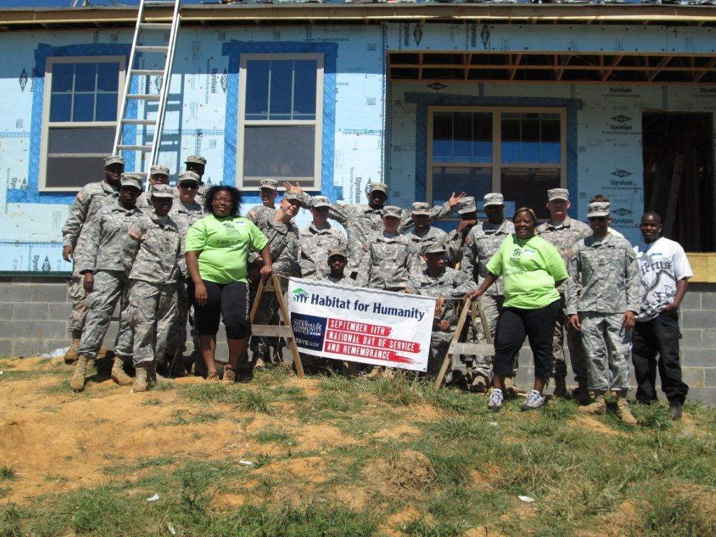 Reservists volunteer alongside future homeowners