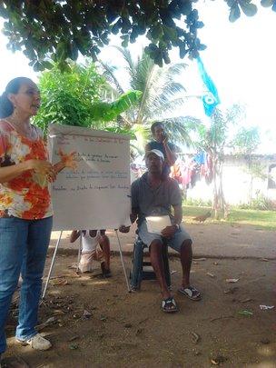 Yaira holding a workshop in the Darien, Panama