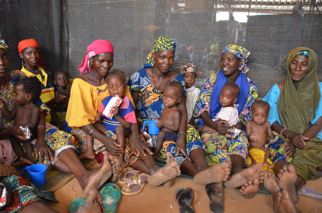 Mothers and children in Niger receive Plumpy
